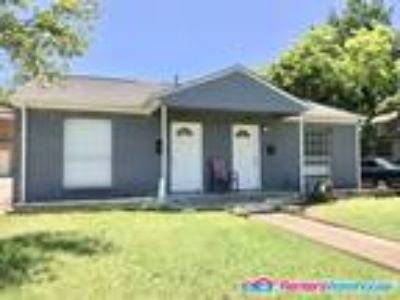Cozy One BR/One BA Duplex for lease in Dallas, Texas