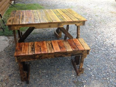 Pallet wood picnic table