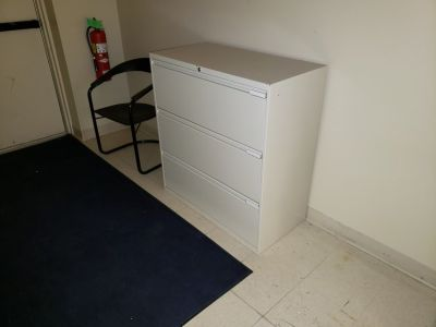 Filing cabinets set of 5