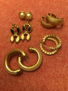 Lot of vintage goldtone earrings