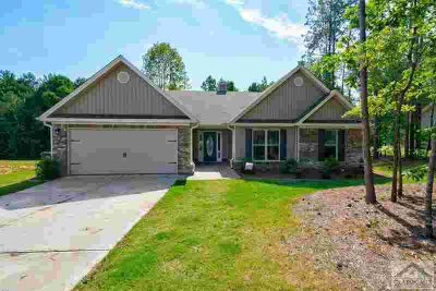 330 McCannon Morris Rd Hull Four BR, This nearly new home offers
