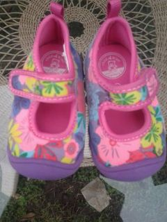 $5)  new baby shoes sz.2) carters brownsville
