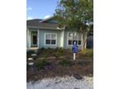 Walk to beach from your adorable cottage 3/2