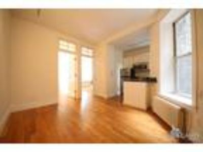 West 10th St/Bleecker* Lge Sunny Renov* Queen Size Bed* Granite Kitchen* French