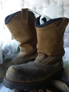 Boots stell toe