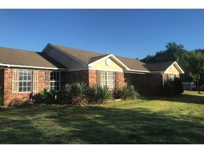 3 Bed 2 Bath Foreclosure Property in Byhalia, MS 38611 - Woodview Rd