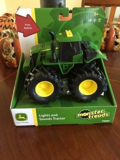 JOHN DEERE LIGHTS AND SOUNDS TRACTOR!!
