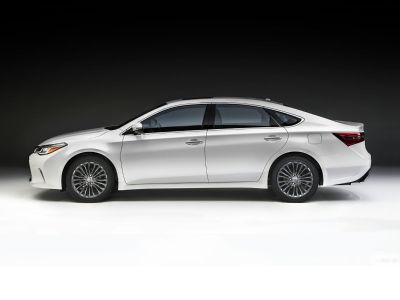 2018 Toyota Avalon Limited (Blizzard Pearl)