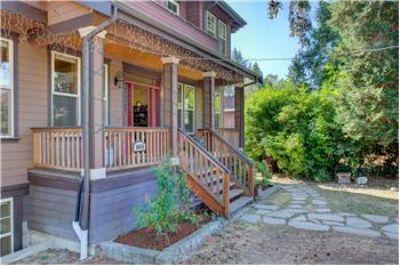 $1,150, 5100 Sq. ft., 10516 20th Ave NE - Ph. 206-363-1200