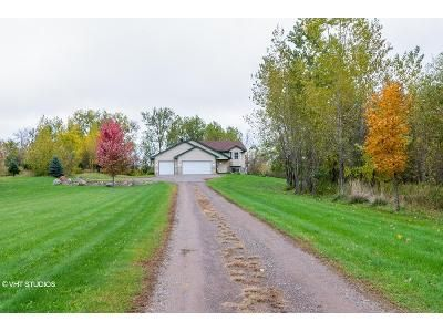 2 Bed 2 Bath Foreclosure Property in Braham, MN 55006 - Basswood Rd W