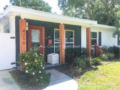 Gorgeous! Custom corner lot Coquina Key home for rent- lots of style!