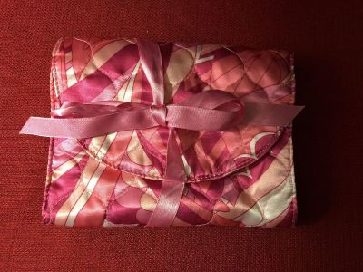 7 x 6 Quilted Tri-Fold Clutch. Two (2) Inner Zip & One (1) Inner Slide Pockets. EUC