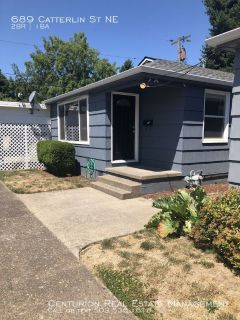 Just N of DT, Remodeled 2/1 Stand Alone Cottage, Hard Flooring, W/D Connections, Super Clean Unit!