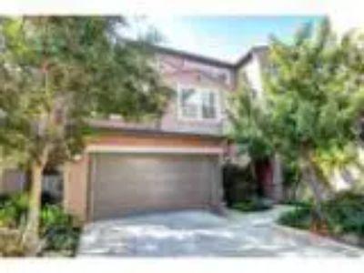 Condominium Contemporary - Irvine CA