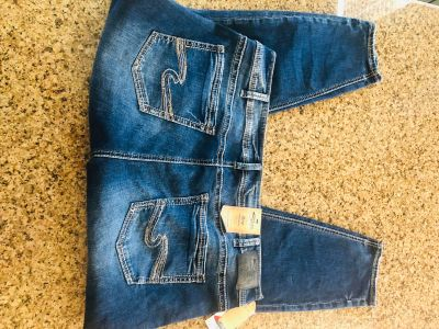 NWT Silver Skinny Ankle Avery 22