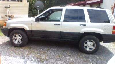 1997 Grand Cherokee Jeep 4 wheel Drive!