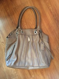 "HUGE ""JESSICA SIMPSON"" PURSE/ HANDBAG APPROX 16"" WIDE -- 14"" TALL 2 FRONT ZIPPERED POCKETS - 1 ON BACK - LOTS OF ROOM INSIDEUSED ONCE"