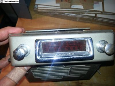 Philips Autosuper 491 radio under split dash