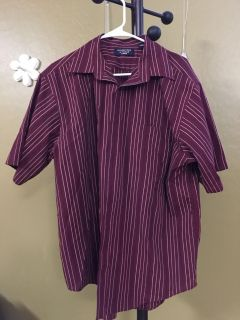 Roundtree and Yorke Men s Dress Shirt Excellent Condition! $5!