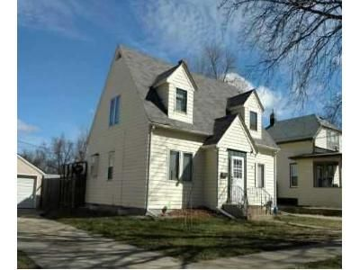 3 Bed 1.5 Bath Foreclosure Property in Sioux Falls, SD 57103 - E 8th St