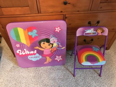 Dora table and chairs used once