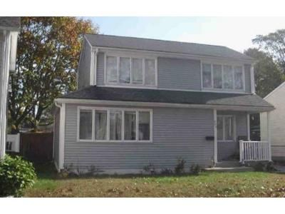 2 Bed 1.5 Bath Foreclosure Property in Riverside, RI 02915 - Earl Ave