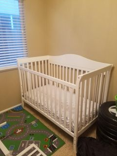 Convertible crib and toddler bed with sheets