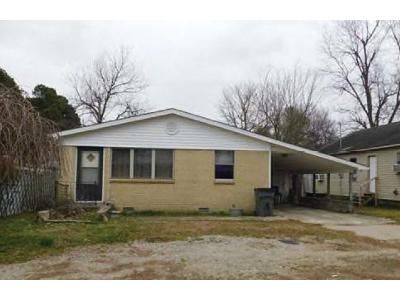 3 Bed 1 Bath Foreclosure Property in Paragould, AR 72450 - N 6 1/2 St