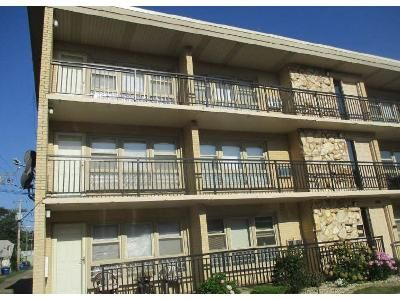 1 Bed 1 Bath Foreclosure Property in Blue Island, IL 60406 - Gregory St Apt 2