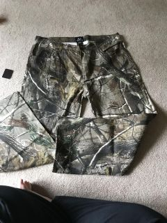 New with tags- Real Tree Men s 5 pocket Jeans - camp print size 38/30