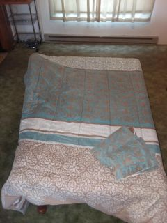 Queen size teal brown white comforter with 2 pillow shams good condition