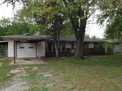 3 Bed 2 Bath Foreclosure Property in Douglass, KS 67039 - S Willow St