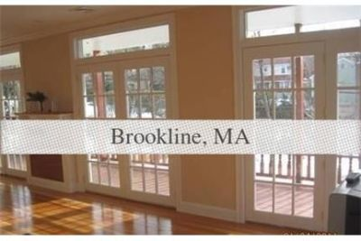 Brookline - 5 bedroom duplex unit with huge living room-dinning room area. Parking Available!