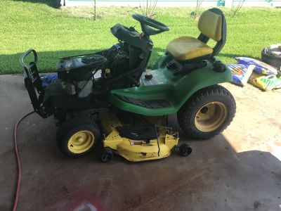 JOHN DEERE X 320 RIDING MOWER