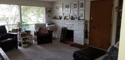 Spacious 2 bed 1 bath with parking and patio area