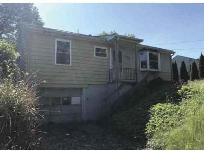 4 Bed 1 Bath Foreclosure Property in Johnstown, PA 15905 - Willett Dr