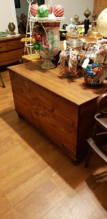GREAT SIZE CEDAR CHEST PERFECT COFFEE TABLE HEIGHT