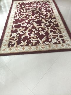 Classique Burgundy, Hand-Made 100% Wool Rug; 5' x 8'; In Very Good Condition