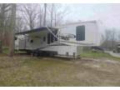 2011 Forest River Sierra 5th Wheel in Chardon, OH