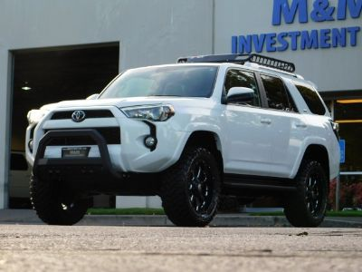 2017 Toyota 4Runner SR5 / 4X4 / Leather / Heated S (Super White)
