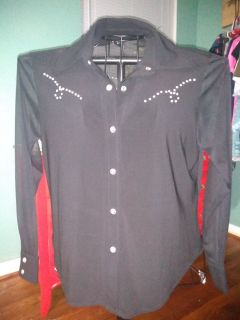 Cowgirl up with this top/ with diamonds/Lg