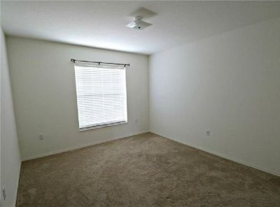 Charming 3/2 home in a great location, Empty & Move-in Ready!