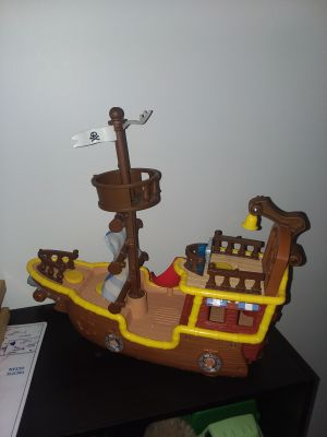 Large toy pirate ship like new excellent condition