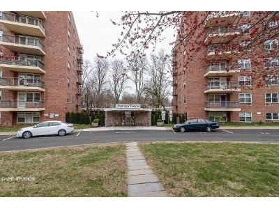 1 Bed 1 Bath Foreclosure Property in Spring Valley, NY 10977 - S Cole Ave Apt 6d