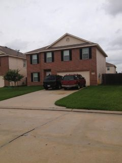 $425, $400.00 House room for rent student