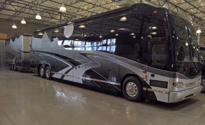 Prevost H3-45 Vantare VIP Coach + Featherlite Dual Stacker T