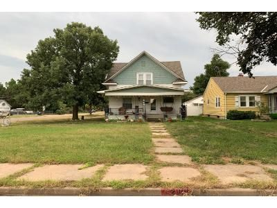 3 Bed 2 Bath Foreclosure Property in Great Bend, KS 67530 - 16th St