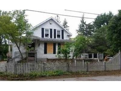 4 Bed 1 Bath Foreclosure Property in Southbridge, MA 01550 - Kingsley St
