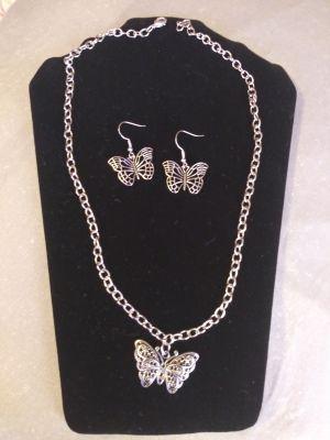 Hand Made Necklace/Bracelet/Earrings Set