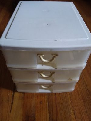 Storage container 3 drawers small for table top read description